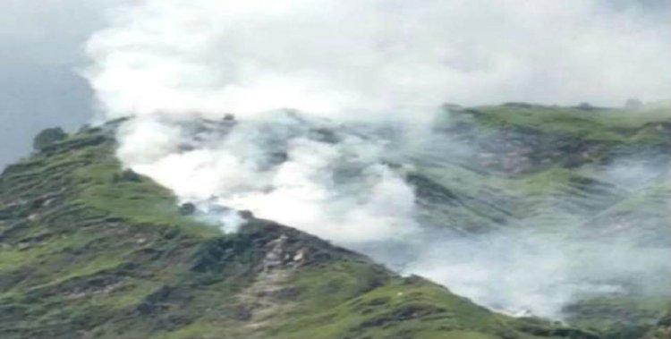 उत्तराखंड: इस पहाड़ से निकल रहा धुंआ, दहशत में लोग