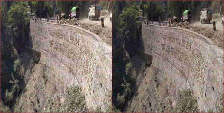 मानसून सीजन में पानीवाला बैंड के पास ध्वस्त हुई मसूरी रोड पर सुरक्षा दीवार बनकर तैयार