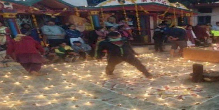 बलिराज पूजन कर भक्तों ने जलाये एक हजार दीये
