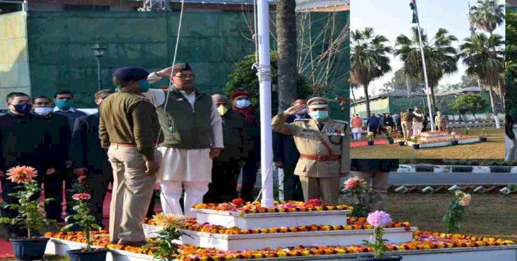 गणतंत्र दिवस:मुख्यमंत्री त्रिवेंद्र सिंह रावत ने किया सीएम आवास में झंडारोहण