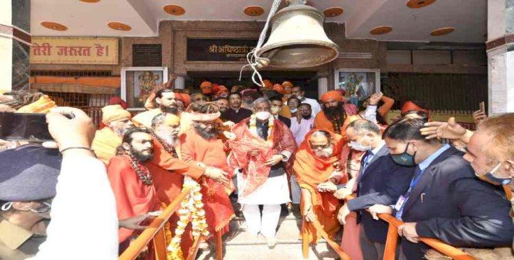 पंचायती अखाड़ा श्री निरंजनी की पेशवाई में शामिल हुए सीएम त्रिवेन्द्र