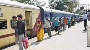 कोरोना के बढ़ते मामलों की वजह से बंद हो जाएंगी ट्रेनें? क्या कहा रेलवे बोर्ड ने ?