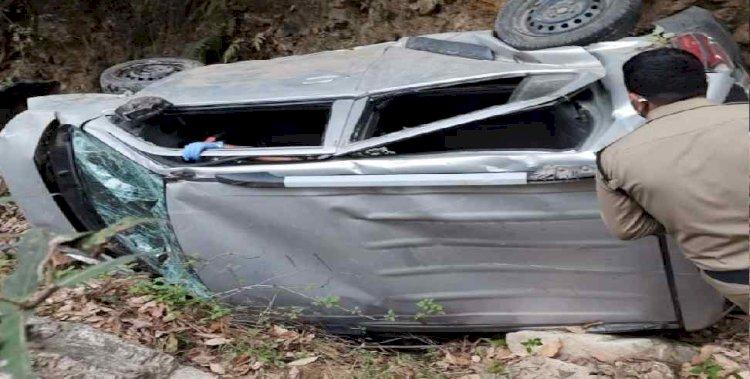 बागेश्वर: कार खाई में गिरने से एक सरकारी कर्मचारी की मौत, साथी घायल