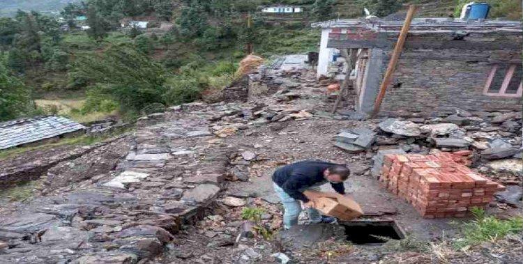 उत्तराखंड: शौचालय के पिट में छिपाई थी  71 पेटी शराब, आरोपी गिरफ्तार