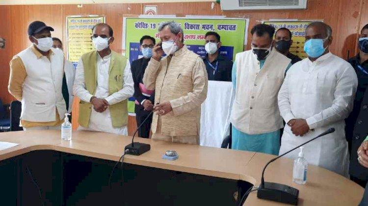 चंपावत: सीएम ने अफसरों को दिए ग्रामीण क्षेत्रों में बेहतर स्वास्थ्य व्यवस्था मुहैया के निर्देश