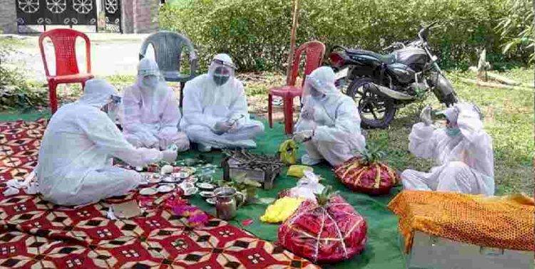 शादी के दिन दुल्हन निकली कोरोना पॉजिटिव, पीपीई किट पहन कर हुई शादी