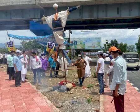 नेपालीफार्म टोल प्लाजा के विरोध में जारी है आंदोलन