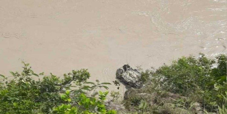गढ़वाल: नदी की ओर खाई में गिरी कार, दो लापता, चार को बचाया गया