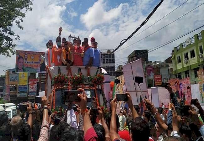 सीएम बनने के बाद पुष्कर सिंह धामी पहली बार पहुंचे अपने गृह जनपद, लोगों ने किया अभूतपूर्व स्वागत