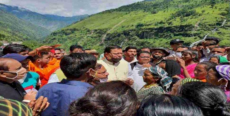 सीएम धामी ने किया धारचूला में आपदा प्रभावित गांवों का दौरा, पीड़ितों को बांटे राहत राशि के चेक