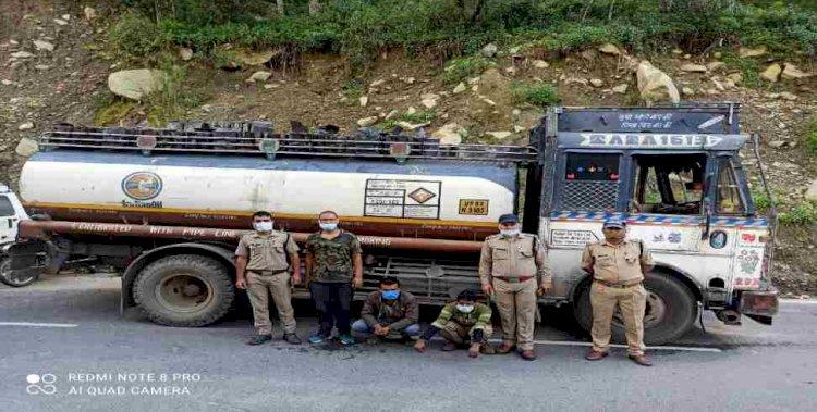 थराली: पुलिस ने किया तस्करी के बड़े खेल का भंडाफोड़, तेल के टैंकर में भर कर ले जाया जा रहा था बिरोजा और तारपीन तेल