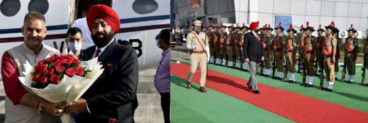 नए राज्यपाल गुरमीत सिंह पहुंचे राजधानी, एयरपोर्ट पर दिया गया गार्ड ऑफ ऑनर